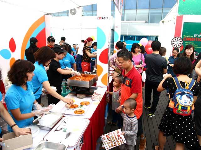 Ngày hội ẩm thực Việt Hàn tại sân Mỹ Đình